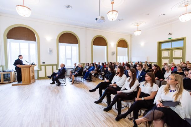 Students in a classroom at Estonian Business School